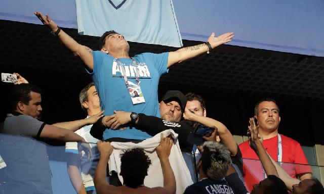 Maradona özündən getdi