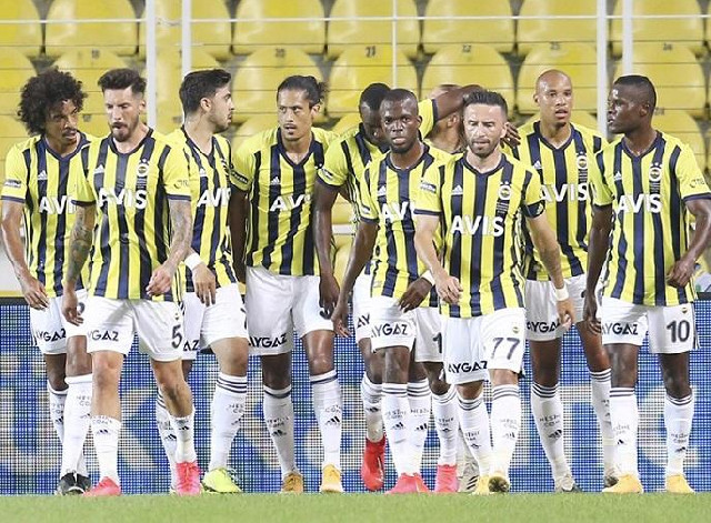 """""""Fənərbaxça"""" 10 futbolçunu göndərir"""