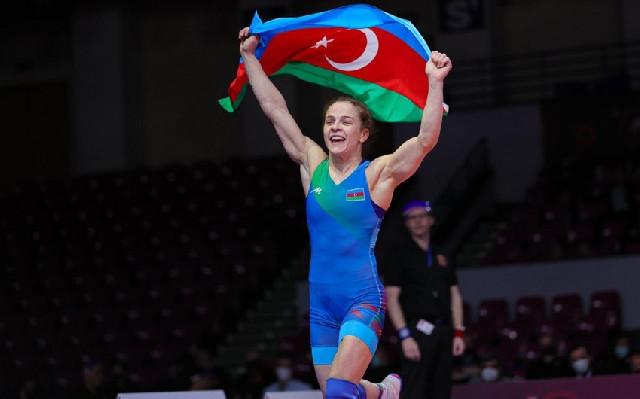 Mariya Stadnik finala yüksəldi